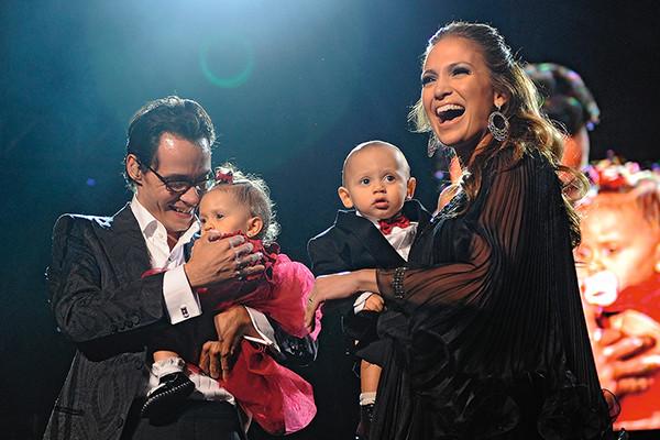 После расставания с Марком Энтони Джей Ло одна занималась воспитанием близнецов