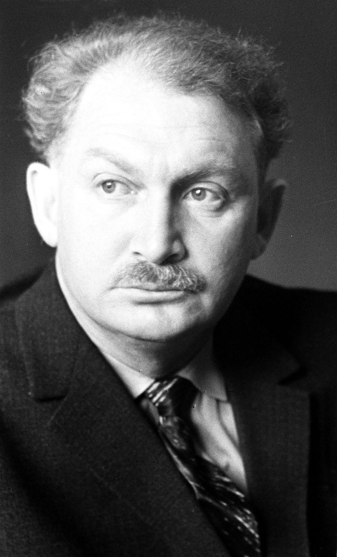 Советский поэт Борис Слуцкий, 1963 г. Фото А.Лесса /Фотохроника ТАСС/.