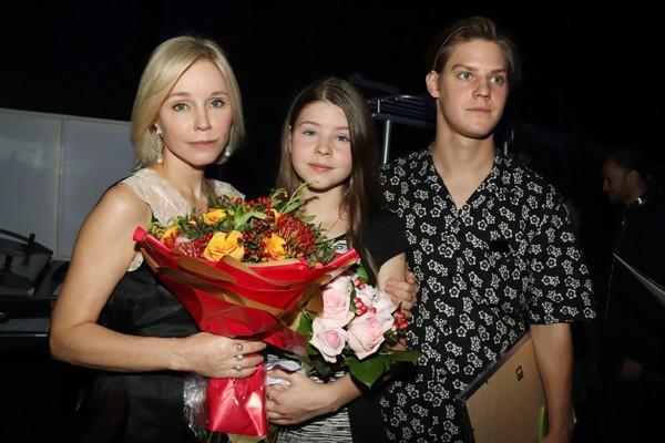 Марина Зудина с дочерью Машей и сыном Павлом