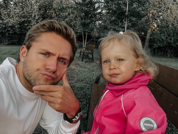 Влад Соколовский с дочкой Миеей