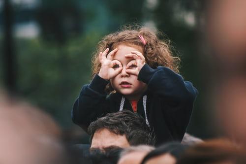 дети с удовольствием играют в шпионов