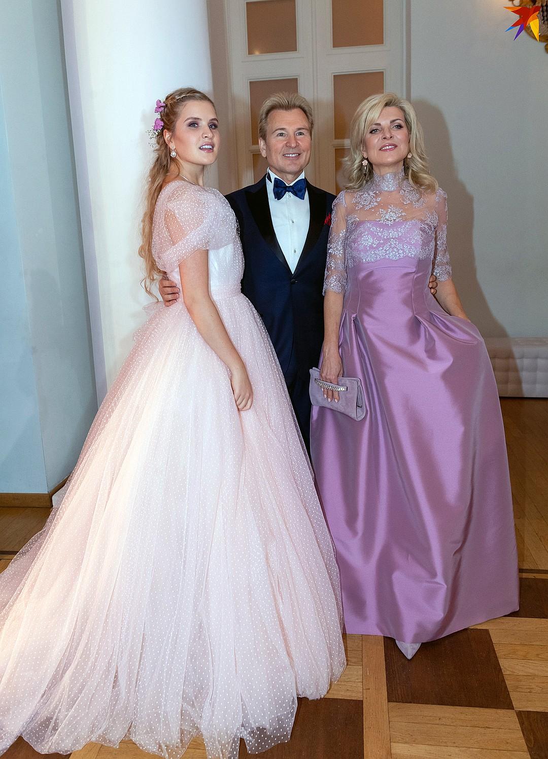 Александр Малинин с женой Эммой и дочерью Устиньей. Фото: Михаил ФРОЛОВ