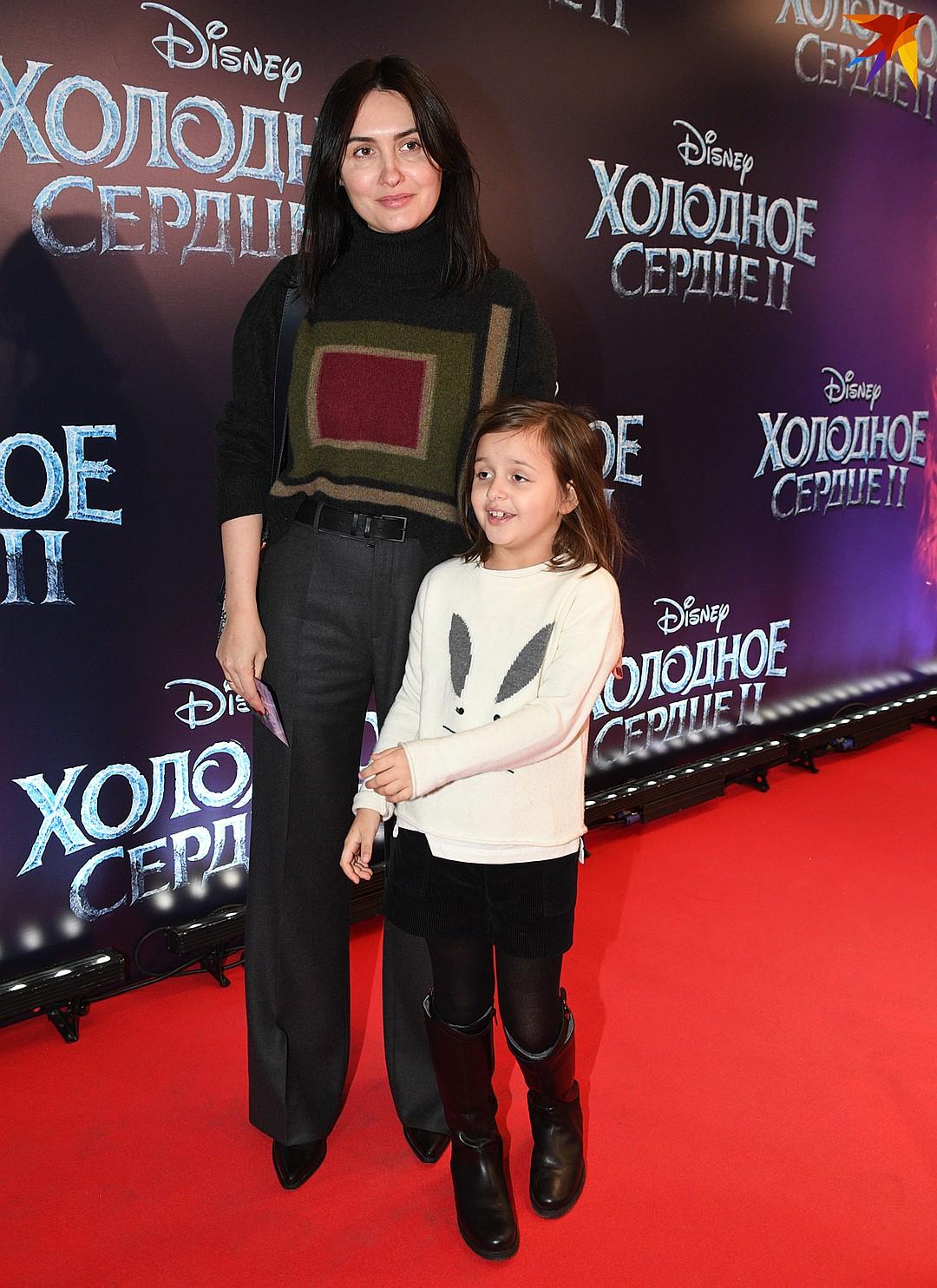 Жена рэпера Басты привела на мультик младшую дочь Василису Фото: Михаил ФРОЛОВ
