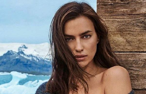 Ирина Шейк обнажила грудь накамеру