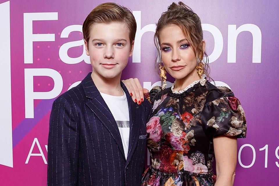 Юлия Барановская с сыном Артемом. Фото: пресс-служба Fashion People Awards Kids 2019