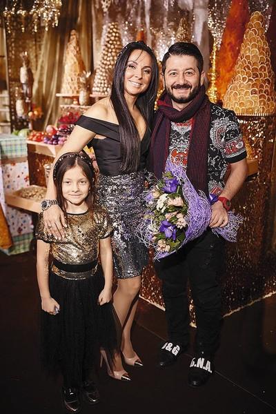 Михаил Галустян с женой и дочерью