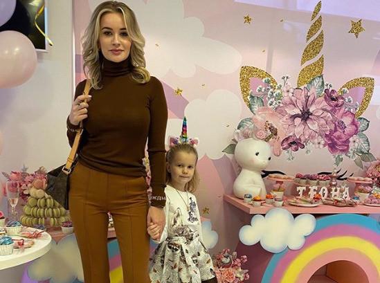 Елена Бушина с дочкой