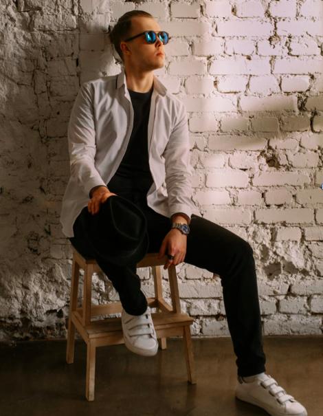Артем Максутов, фронтмен группы The Timezz