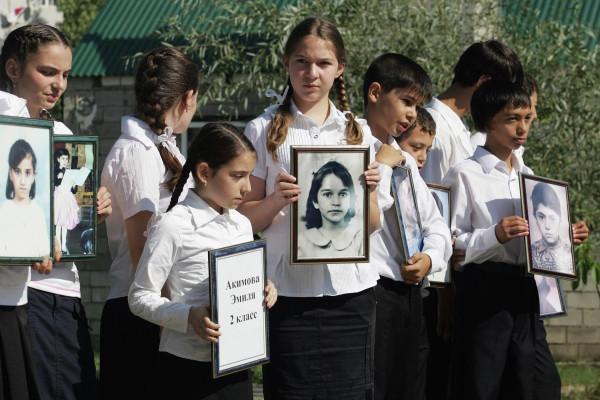 Траурные мероприятия в память о жертвах теракта в Буйнакске