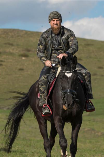 Политик известен любовью к скаковым лошадям