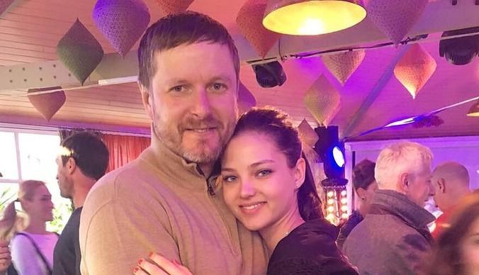 Отец Алеси Кафельниковой: «На показы «Шанель» дочь не возьмут, потому что она пришла в нетрезвом состоянии»