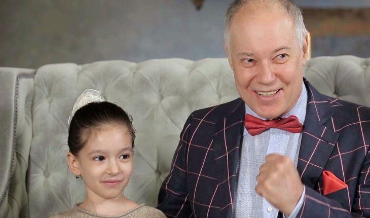 Владимир Конкин с внучкой