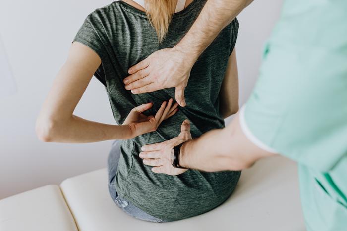 Сам организм дает нам сигналы о проблемах со здоровьем, напоминая о них болями в теле