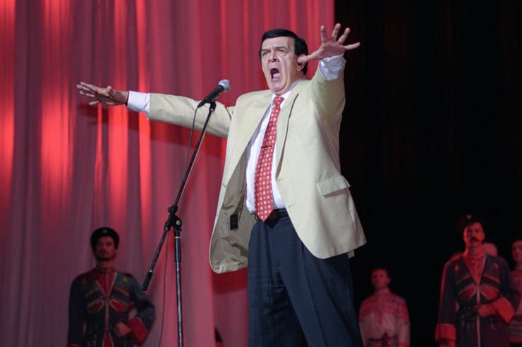 Со временем певец стал одним из самых востребованных артистов Советского Союза