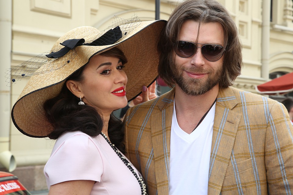 Анастасию Заворотнюк и Петра Чернышева называют одной из самых красивых пар в российском шоу-бизнесе