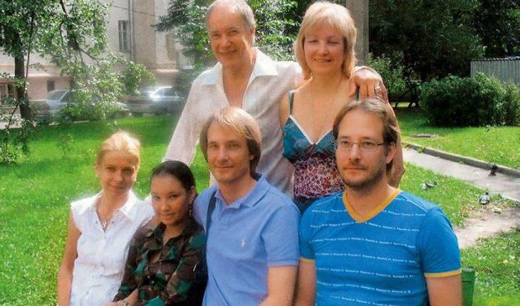 Конкин с женой, сыновьями и внучками