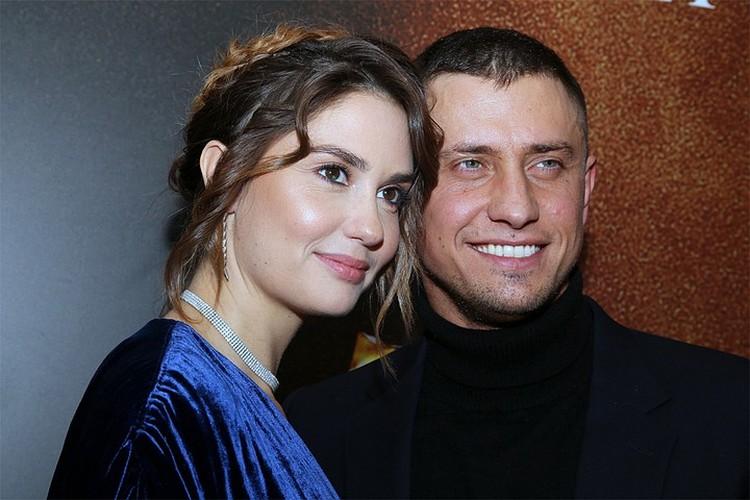 Именно Карпович называют главной виновницей расставания красивой актерской пары – Павла Прилучного и Агаты Муцениеце.