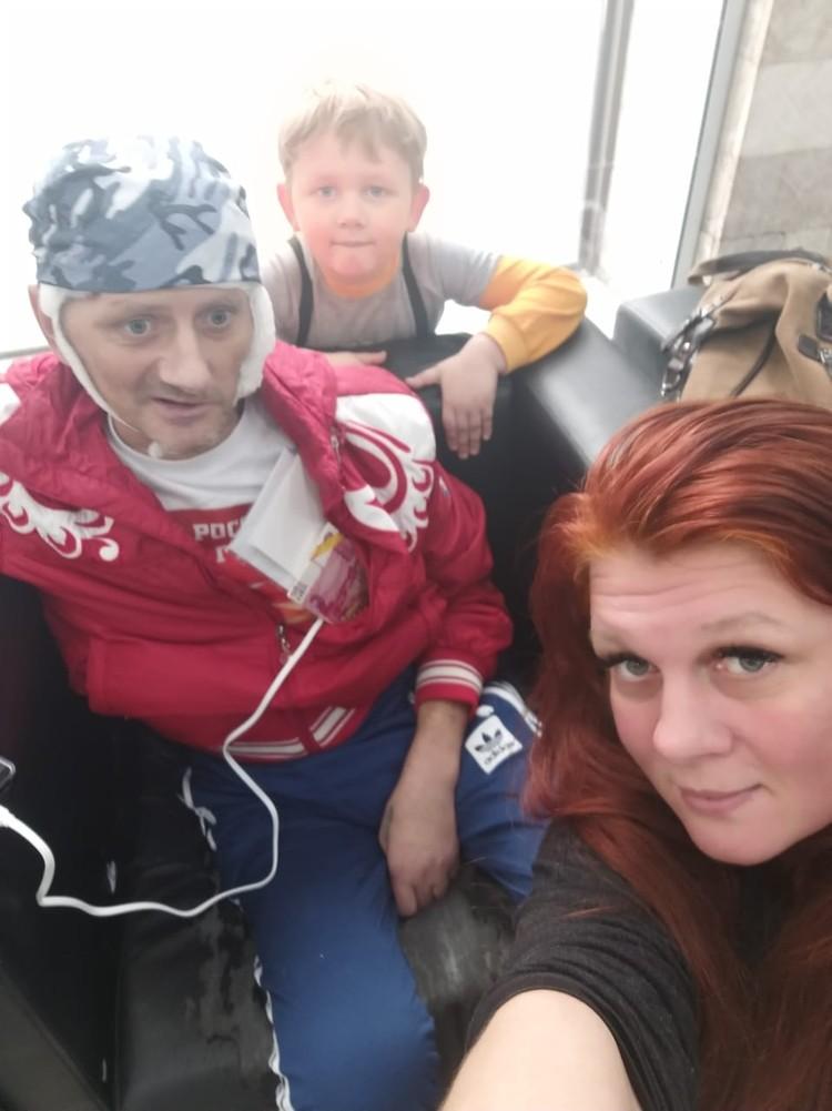 Двоюродный брат Леры Кудрявцевой Сергей Смирнов год назад очень сильно заболел и перенес тяжелую операцию головного мозга. Фото: Личный архив Натальи Смирновой