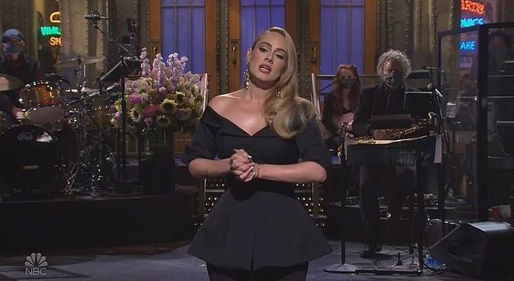 Недавно певица дебютировала дебютировала в качестве телеведущей в программе Saturday Night Live. Фото: кадр видео.