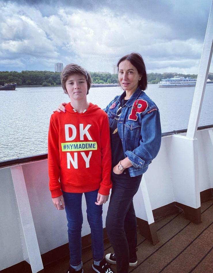 В этом году актрисе удалось съездить в путешествие по Волге с младшим сыном Макаром