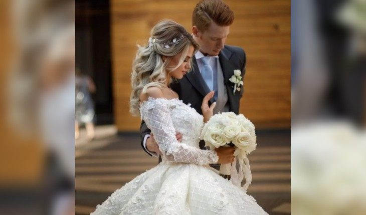 Для торжества Алена Краснова выбрала пышное свадебное платье от Юлии Прохоровой