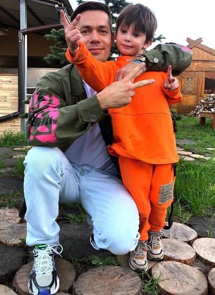Певец заботится о сыне