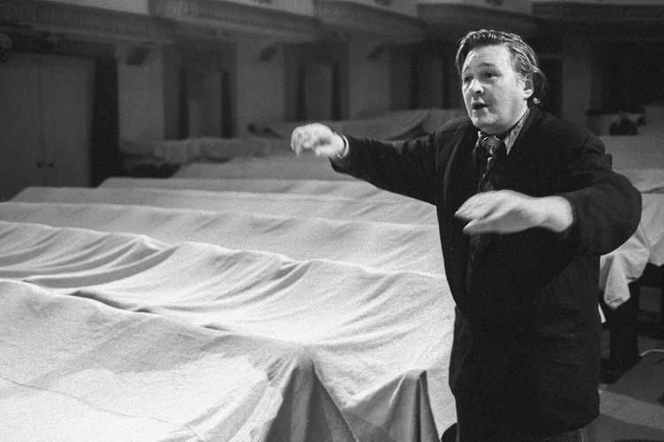 Роман Виктюк во время репетиции спектакля, 1992 год. Фото: Мамонтов Сергей/Фотохроника ТАСС