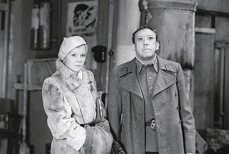 В фильме «Двадцать дней без войны» с Юрием Никулиным.