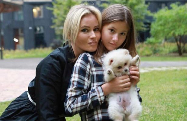 Наслуху: дочь Даны Борисовой избил отец