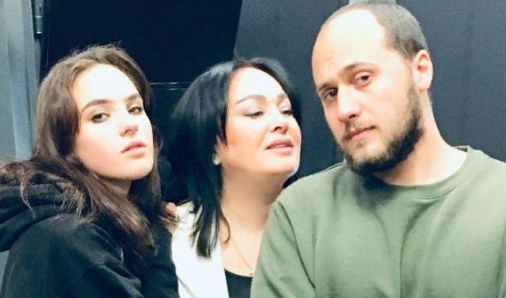Лариса Гузеева с сыном и дочкой