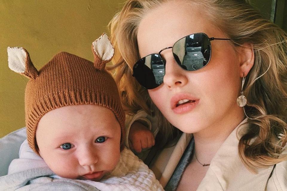 Александра Бортич, звезда фильмов «Холоп», «Я худею», «Как меня зовут», минувшим летом впервые стала мамой