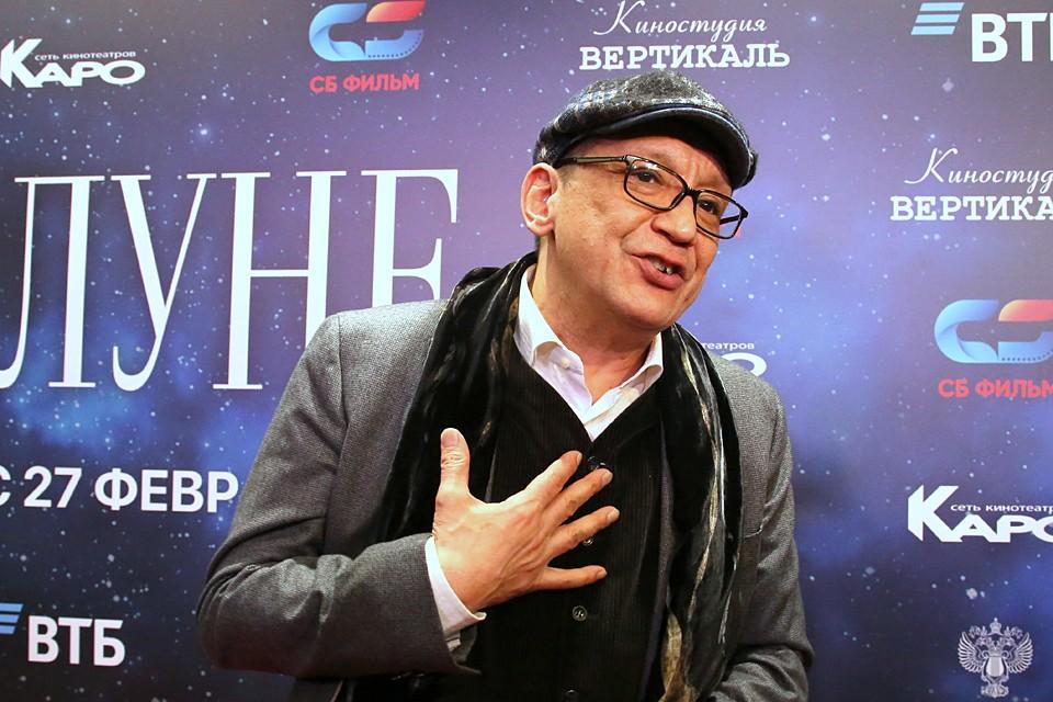У режиссера Егора Кончаловского была замужняя домработница, которая воспылала к нему страстью