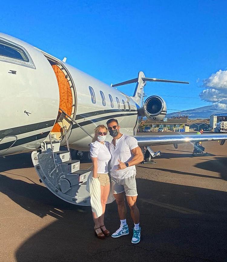 Накануне дня рождения Бритни влюбленные улетели на Гавайи. Фото: Инстаграм.