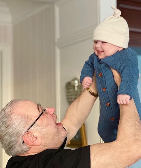 Петросян наслаждается отцовством