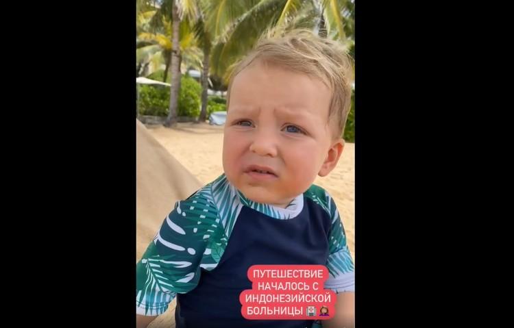Сын Регины Миша разбил губу у бассейна.
