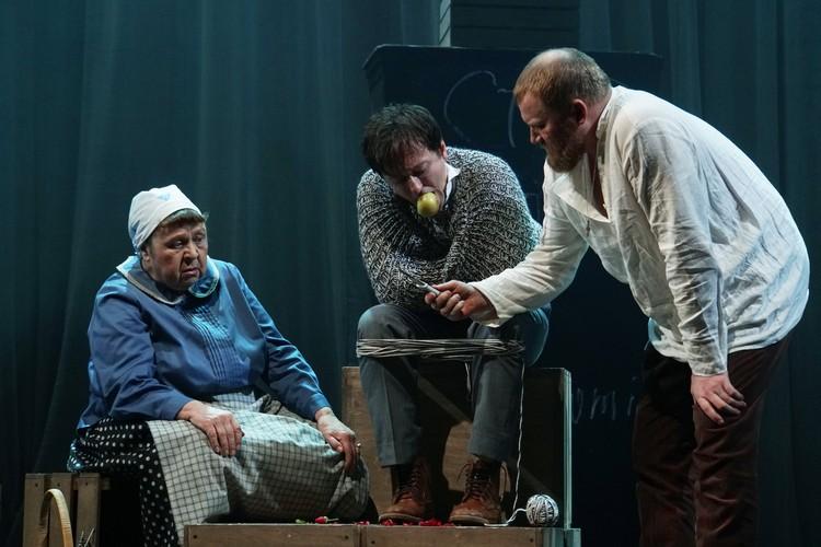 Главной темой спектакля Сергея Безрукова становится поиск спасения в любви.