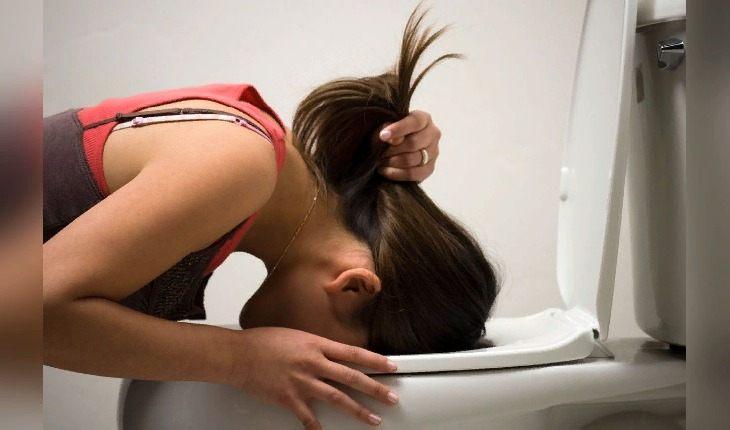 Если чувствуете тошноту после выпивки, не пытайтесь ее подавить