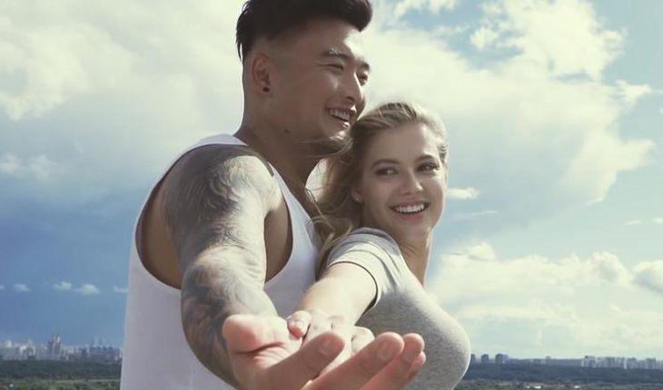 Цой и Канчельскис в клипе на песню «Одеяльная»