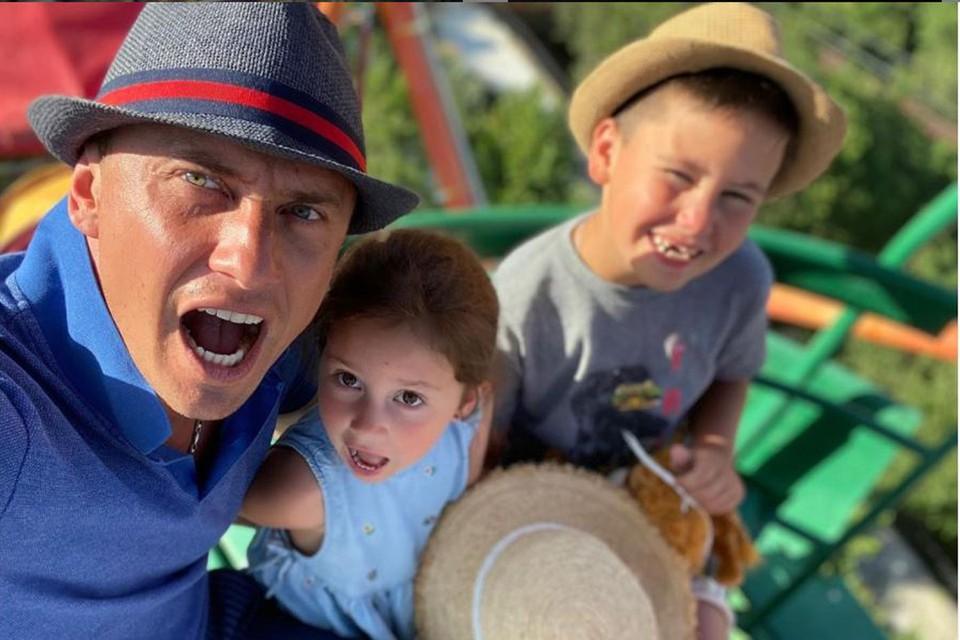 Павел Прилучный после развода видится с детьми только по определенным дням. Фото: Инстаграм.