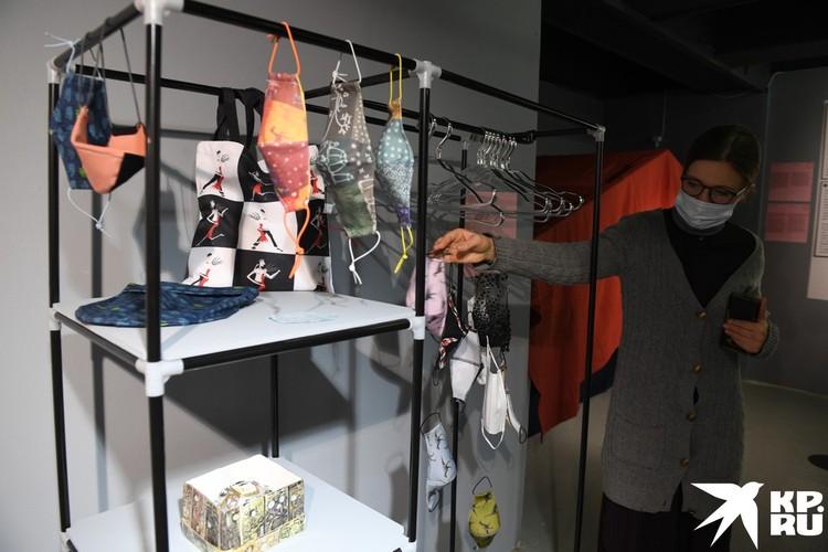 Самодельные маски в Музее самоизоляции
