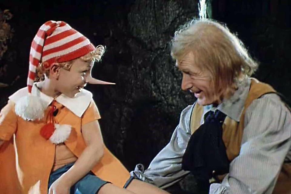 Две серии «Приключений» вышли в эфир Центрального телевидения СССР 1 и 2 января 1976 года. Успех был мгновенным и огромным
