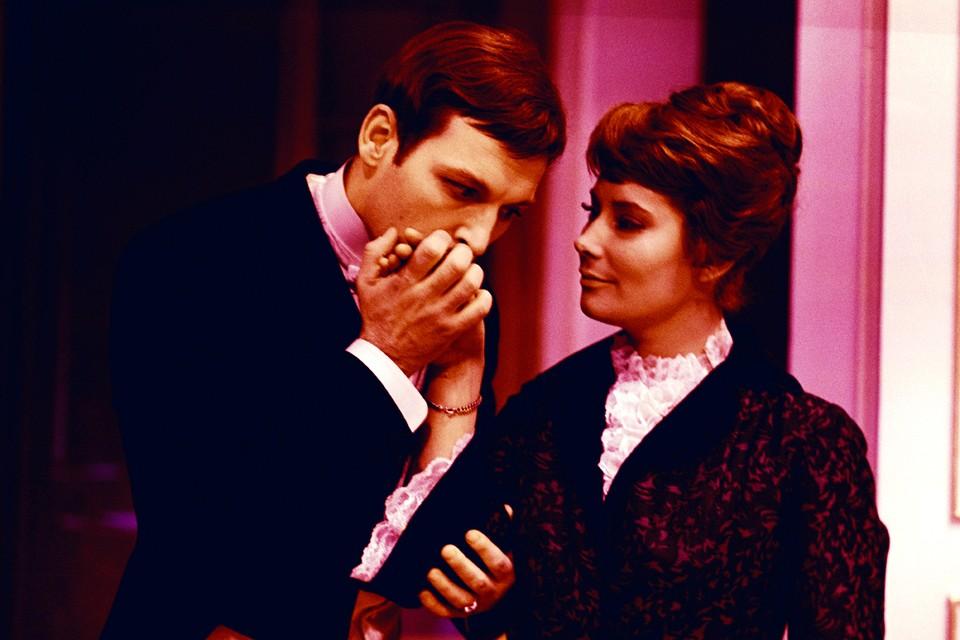 Первый раз Василий Лановой женился в 21 год на своей однокурснице по Щукинскому театральному училищу Татьяне Самойловой