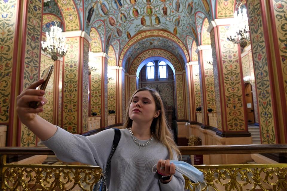 Московские музе приглашают посетителей на выставки.
