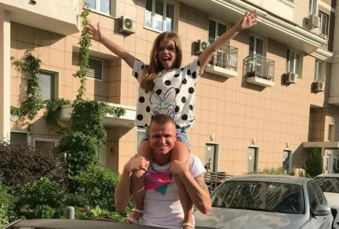 Тарасов довольно давно не виделся с дочкой