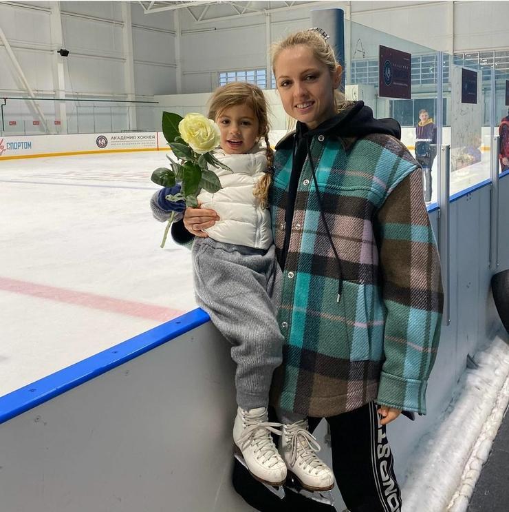 У Янины Студилиной подрастает очаровательная дочь Анечка