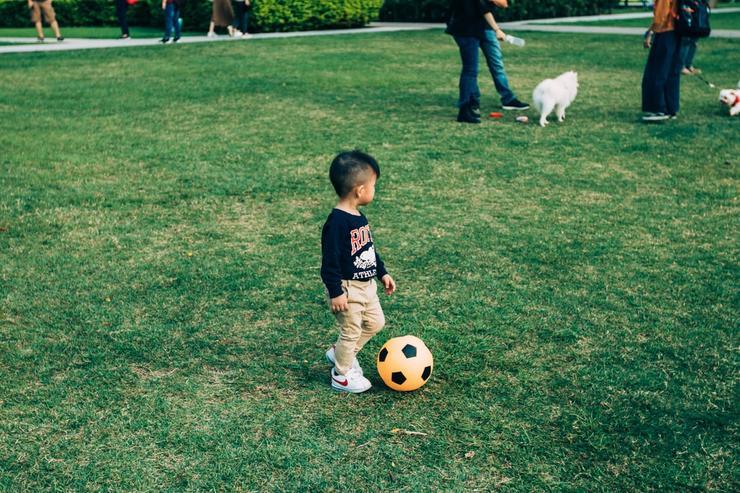 мальчишки не могут остаться равнодушными к активным играм