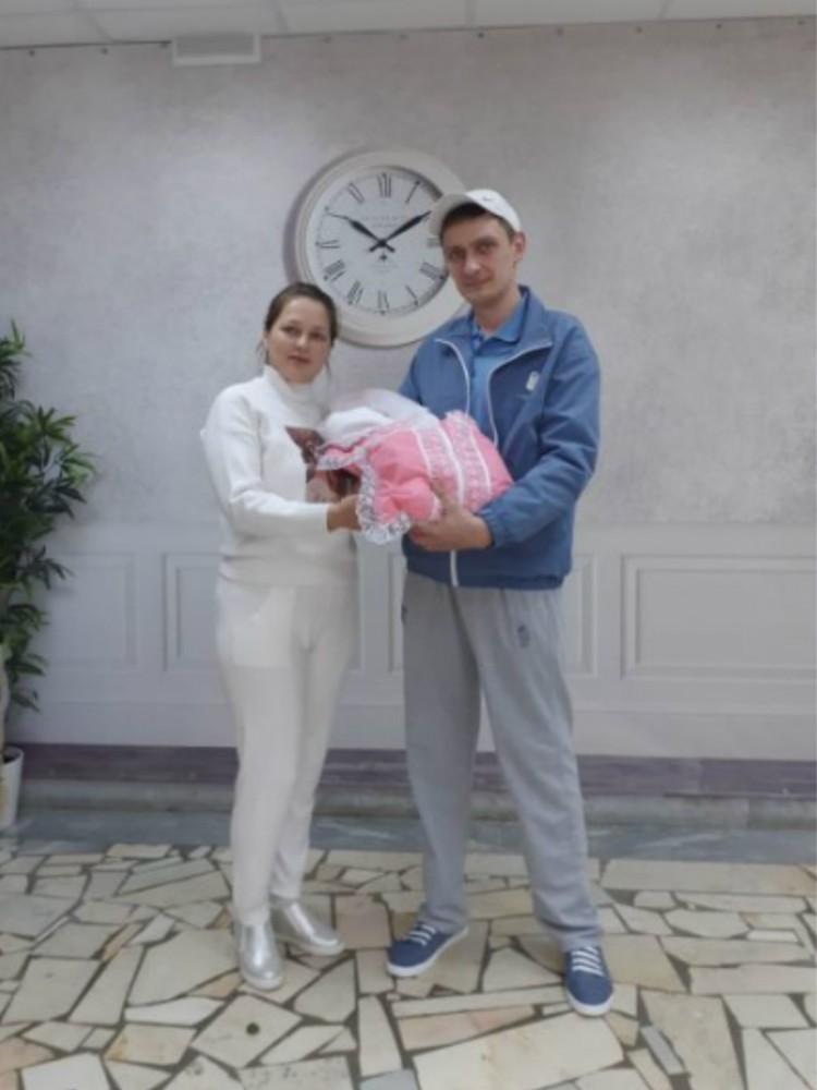 Недавно у Влада и Гузель родилась дочка, которую они назвали Аллой. Фото: Личный архив