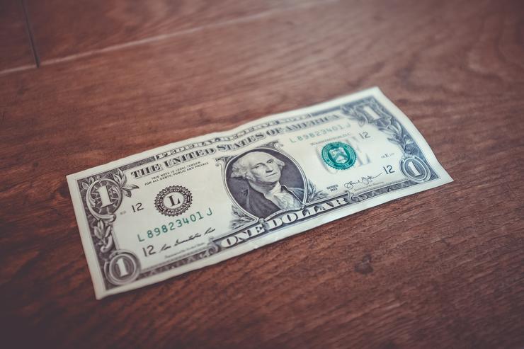 Если вы будете давать другу деньги, можете обидеть его и заставить почувствовать себя обязанным
