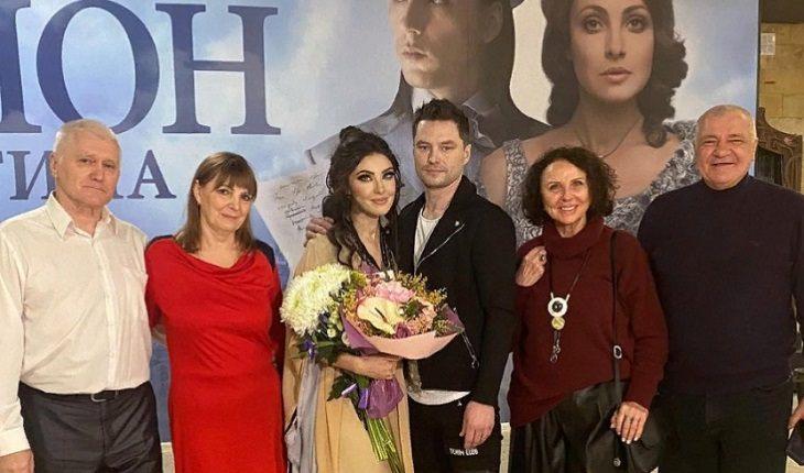 Анастасия Макеева с женихом, своими родителями и будущими свекровью и свекром