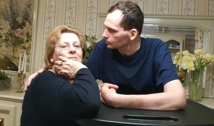 Алексей Янин с матерью